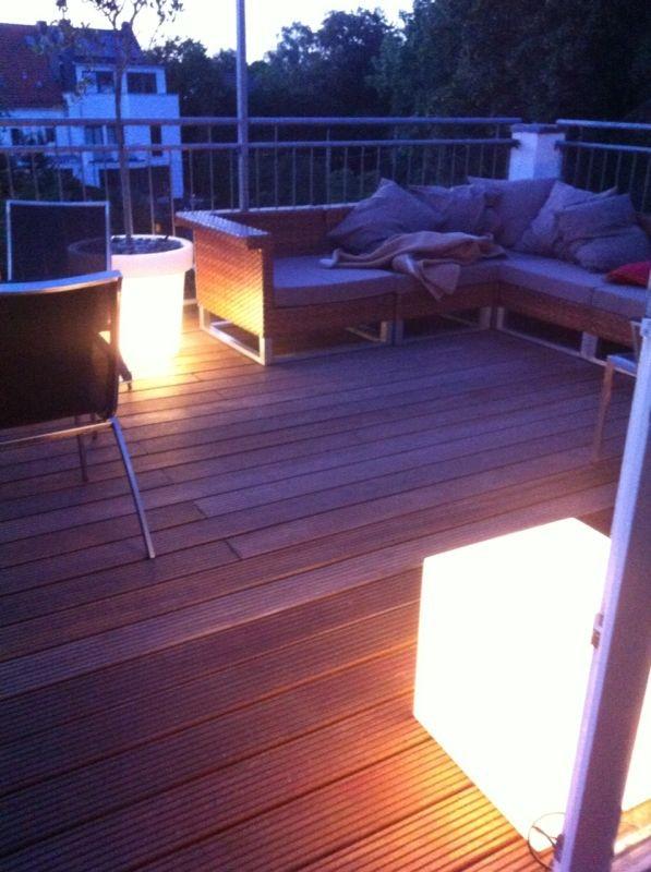 Bloom-Pot mit Beleuchtung auf Terrasse